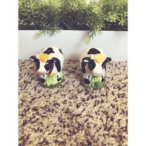 Cute Cow salt and pepper shakers❤️